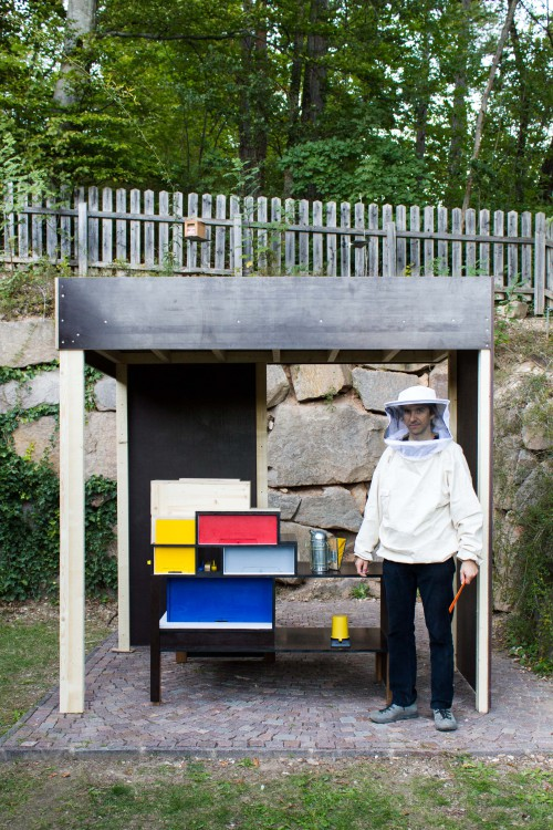 Tour with Annemarie, the gardener in the framework of Tamás Kaszás, Bauhaus Beehive, 2015. Photo: BAU